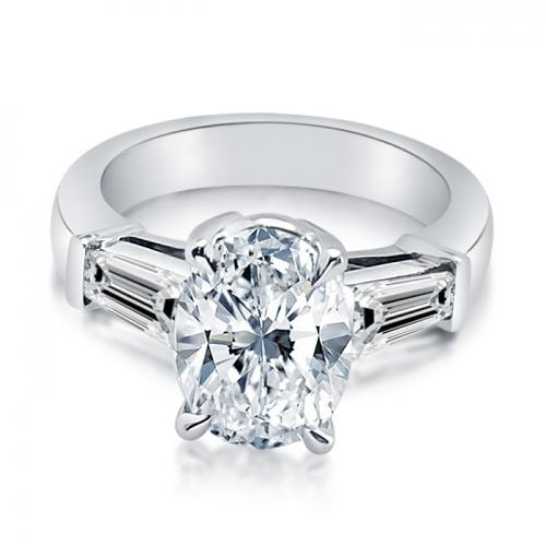 Three Stone Oval Shaped Diamond Engagment Ring With